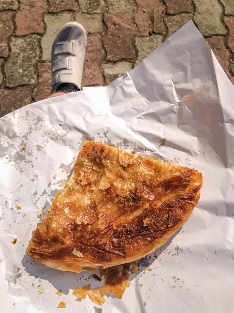 Pogled na Burek kupljen u pekari Zrinski, Stubičke Toplice. Fotografirano 20.5.2018.